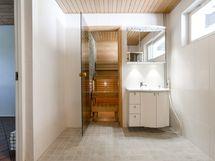 Pesuhuone kuva käytävältä