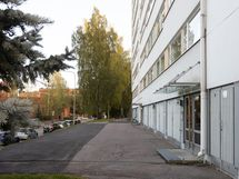 Talo sisäänkäynti - taustalla näkyy Itis