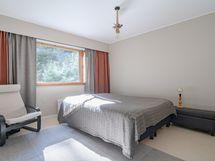 3 Makuuhuone / etelään