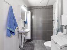 n. 5v sitten remontoitu kylpyhuone