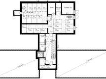 Kerrospohja, rakennus 2 (B), kellari. Irtaimistovarastojen sijainti.