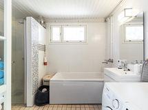 Ihana kylpyhuone - ja amme!