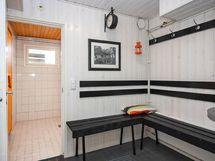 Taloyhtiössä viihtyisä saunatila.