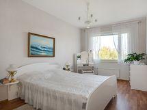 Tilavat makuuhuoneet idän puolella/ Rymliga sovrum på östra sidan