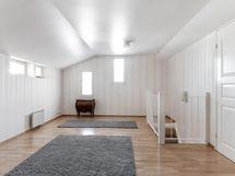 Yläkerran makuuhuone/ parvi