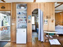 Sisäänkäynti ja pieni makuuhuone