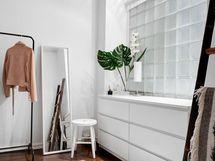 Ovellinen alkovi - nykyinen omistaja käyttänyt makuuhuoneena, työhuoneena sekä pukeutumishuoneena.