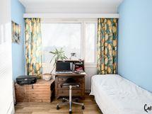 Makuuhuone (ulko ovea lähinnä)