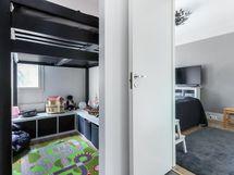 Makuuhuonetta vaatehuone