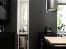 Keittiössä on oma pieni ikkuna.