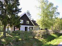 Karhupolku 1 taloa ja laajennusta
