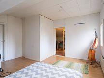 Kuva yläkerran toisesta makuuhuoneesta (3)