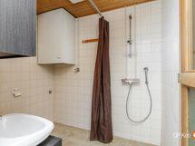 Kylpyhuoneessa paikka pyykinpesukoneelle