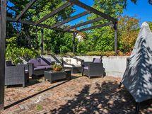 Pergola rakennettu tänä kesänä. Upea paikka viettää aikaa lämpiminä syysiltoina.