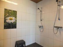 Talousrakennuksen suihkuhuone