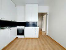 Tilava tyylikäs remontoitu keittiö