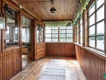 Ihastuttava lasitettu veranta