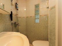 Keskikerroksen erillinen wc / suihku
