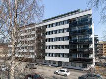 LVIS- saneerattu hissillinen yhtiö. Asunto sijaitsee kolmannesssa kerroksessa.