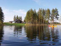 Peränne järveltä tontille päin