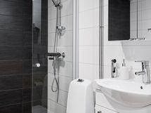 Kaunis ja harmoninen kylpyhuone.
