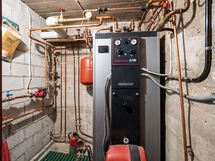 Lämmityskattila toimii sekä öljyllä että sähköllä