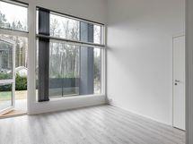 Kuva identtisestä viereisestä asunnosta (käännetty peilikuvaksi)