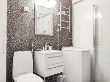 Kylpyhuone uusitaan putkiremontin yhteydessä. Tämä kuva vanhasta kylpyhuoneesta.