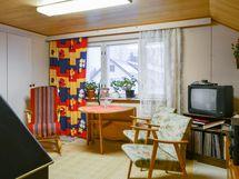 Yläkerran isompi huone