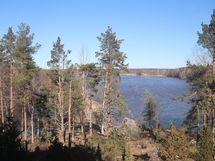 Näkymä makuuhuoneesta Äyhöjärven suuntaan