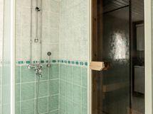 Saunatalon kylpyhuone