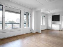 Olohuone ja keittiö yhtenäistä avointa tilaa