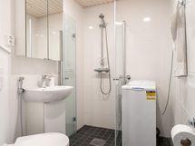 Uudenveroinen, vaalea kylpyhuone