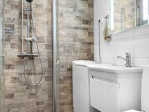 Tyylikkäästi remontoitu kylpuhuone