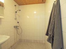 Keskikerroksen kylpyhuone
