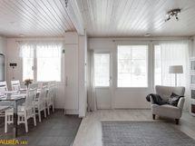 Olohuone ja keittiö ovat yhtenäistä tilaa