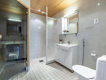 Tilava pesuhuone / Spacious bathroom