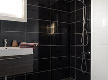 2011 remontoitu kylpyhuone