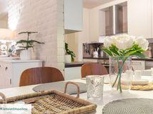 Olohuone ja keittiö mukavasti yhteydessä toisiinsa