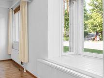 Erkkeri-ikkuna olohuoneessa