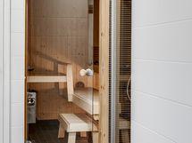 Sauna & kylpyhuone alakerrassa