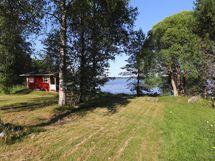 Näkymä saunalle ja järvelle