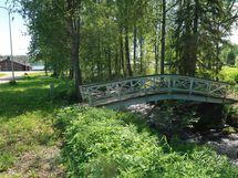 Viereinen koski ja silta
