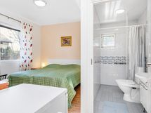 Makuuhuone 4 ja esteetön kylpyhuone