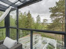 Näkymä keittiön/olohuoneen yhteydessä olevalta lasitetulta terassilta-Tuusulanjärvelle asti