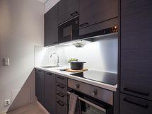 Kuva Kohauksen stailatusta A10 huoneistosta, A38 huoneiston kaapistot erisävyiset