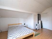 Kuva yläkerran toisesta makuuhuoneesta (2)