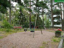 taloyhtiön piha-aluetta ja leikkipaikka