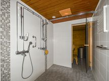 Pesuhuone ja saunaa
