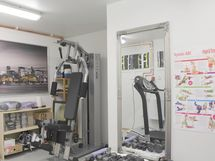Talousrakennuksessa on mm. kuntohuone, lämmin varasto, autotalli ja käyttöullakko